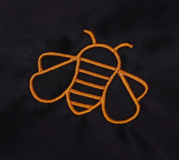 Vak so šnúrkami včela